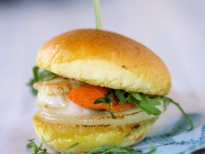 Mini-Burger mit Jakobsmuscheln und Kohlrabi Rezept