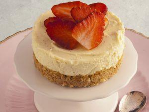 Mini-Käsekuchen mit Erdbeeren Rezept
