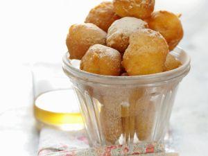 Mini-Krapfen auf französische Art (Pets de nonne) Rezept