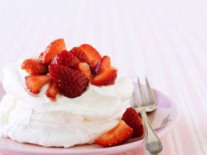 Mini-Pavlovas mit Erdbeeren Rezept