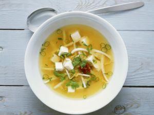 Miso-Suppe mit Tofu und Sprossen Rezept