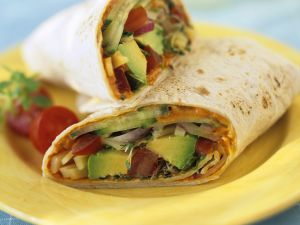 Mit Avocadosalat gefüllte Wraps Rezept