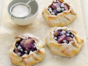 Mit Blaubeeren und Apfel gefüllte Teigtaschen Rezept