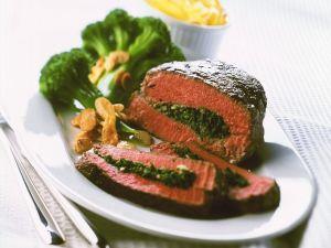 Mit Spinat gefüllter Rinderbraten Rezept