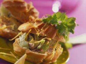 Mit Thunfischsalat gefüllte Windbeutel Rezept