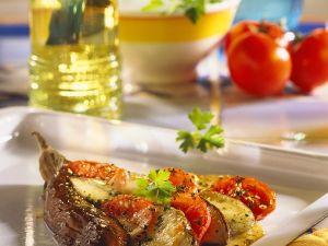Mit Tomaten und Mozzarella gebackene Auberginen Rezept
