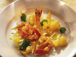 Möhren-Blumenkohlsalat mit Garnelen Rezept