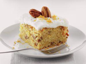 Möhren-Orangen-Kuchen mit Pekannüssen Rezept