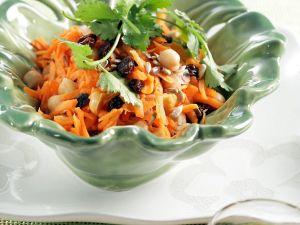 Möhrensalat mit Kichererbsen Rezept