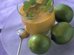 Möhrensuppe mit Ingwer und Limette Rezept