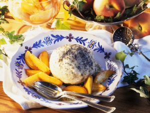 Mohnknödel mit Pfirsich Rezept