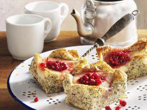 Mohnkuchen mit Preiselbeer-Birnen Rezept