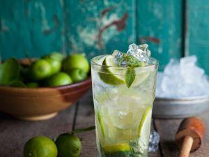 Kalorienarme Cocktails: Figurfreundlich mixen