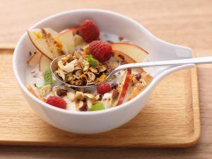 Müsli mit Früchten und Nüssen Rezept