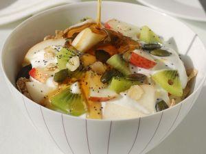 Müsli mit Joghurt und frischen Früchten Rezept