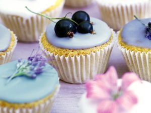 muffins mit zuckerglasur rezept eat smarter. Black Bedroom Furniture Sets. Home Design Ideas