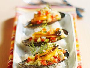 Muscheln mit fruchtigem Salat Rezept