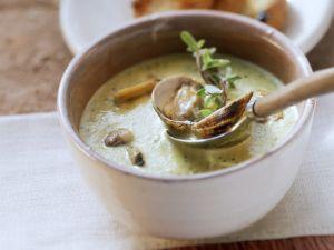 Muschelsuppe mit Majoran Rezept