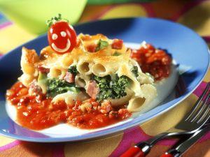 Nudel-Brokkoliauflauf mit Tomatensauce Rezept