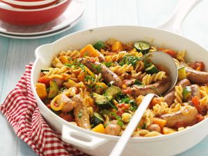 Nudel-Gemüse-Pfanne mit Bratwürstchen Rezept