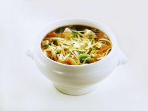 Nudel-Gemüse-Suppe mit Hühnchen Rezept