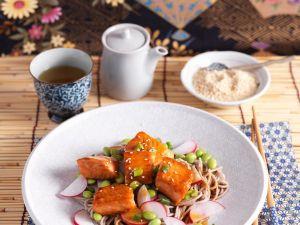 Nudel-Sojabohnensalat mit Lachs Rezept
