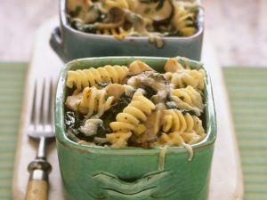 Nudelauflauf mit Pilzen, Spinat und Käse Rezept