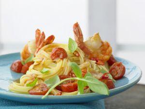 Nudeln mit Garnelen und Tomaten Rezept