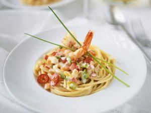 Nudeln mit Gemüse-Shrimpssauce Rezept