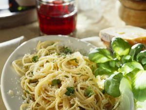 Nudeln mit Käse und Basilikum Rezept
