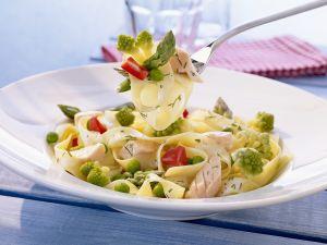 Nudeln mit Lachs und Gemüse Rezept