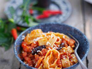 Nudeln mit scharfer Tomatensauce Rezept