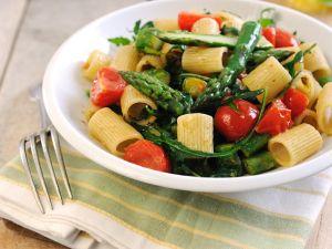 Nudeln mit Spargel und Tomaten Rezept