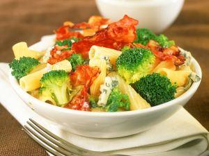 Nudeln mit Speck, Brokkoli und Käse Rezept