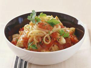Nudeln mit Tomaten-Hähnchenragout Rezept