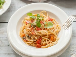 Nudeln mit Tomaten und Kresse Rezept