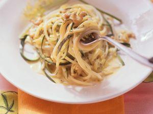 Nudeln mit Zucchini und Krabben Rezept