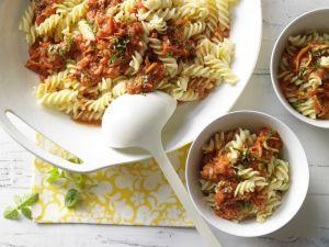 Nudeln mit Nuss-Tomaten-Sauce Rezept