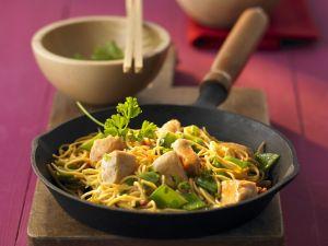 Nudelpfanne mit Hühnerbrust auf chinesische Art Rezept