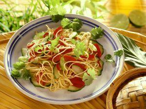 Nudelsalat mit Paprika und Gurke Rezept
