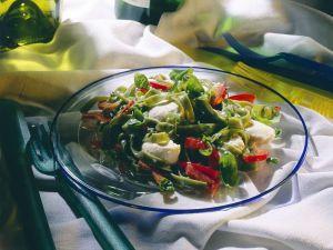 Nudelsalat mit Paprika und Mozzarella Rezept