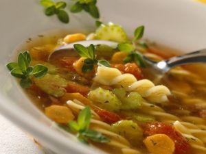 Nudelsuppe mit Gemüse und Linsen Rezept