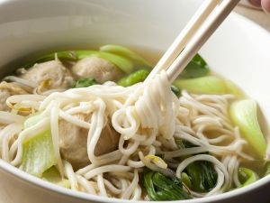 Nudelsuppe mit Pak Choy und Hackfleischbällchen Rezept