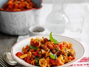 Nudeltopf mit Tomaten und Kidneybohnen Rezept