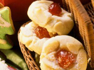 Nussplätzchen mit Kirschen Rezept