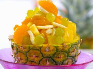 Obstsalat in der Ananas Rezept