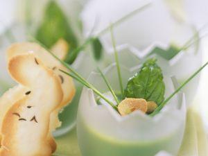 Österliche Brokkolisuppe mit Basilikum Rezept