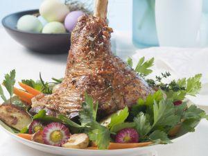 Österliche Lammhaxe mit Kartoffeln und Karotten Rezept