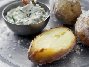 Ofenkartoffeln mit Kräuterbutter Rezept
