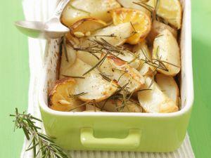 Ofenkartoffeln mit Rosmarin und Zitrone Rezept